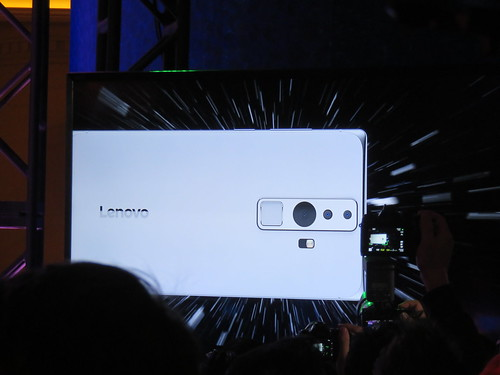 ภาพตัวอย่างสมาร์ทโฟนที่รองรับ Project Tango จาก Lenovo