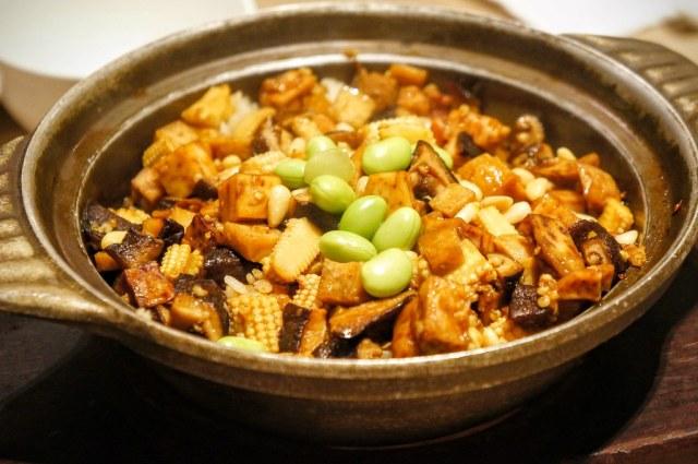 八寶菜飯,料很多,重點味道很香,很香的醬油味啊