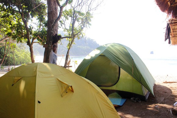 pantai-sendiki-tenda-camping