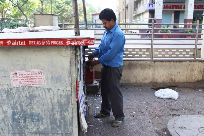 City Moment - The Day's First Transaction, Jain Paan House
