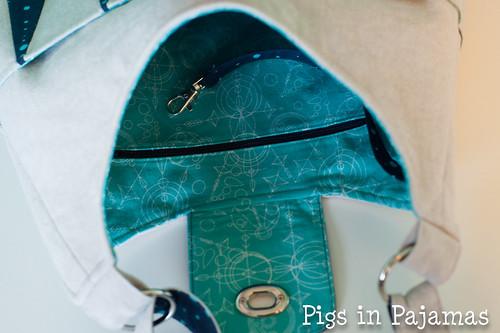 Backgammon Bag zipper and key fob