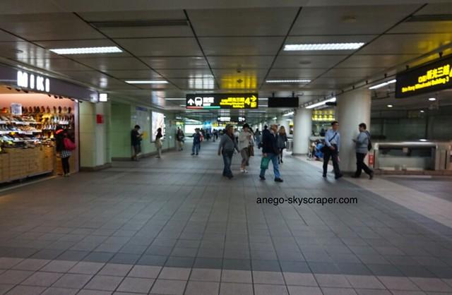 中山駅(徒歩)