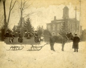 Horse-drawn sleigh in winter (1900-1905)