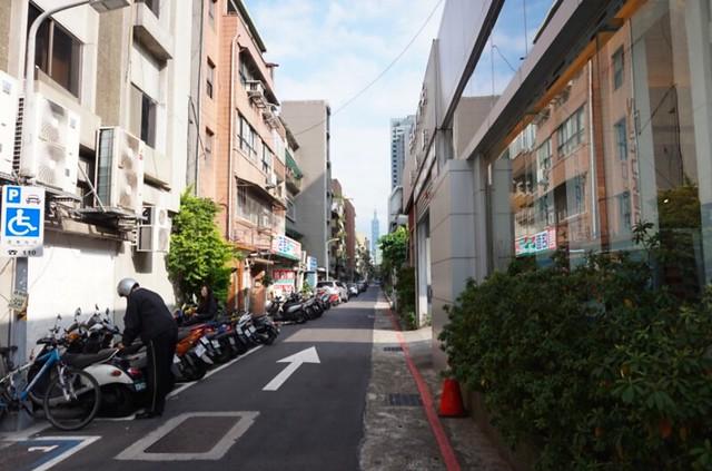 大安 裏通りから台北101