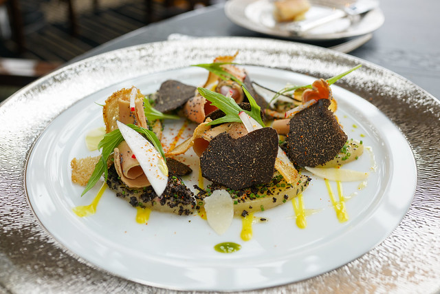 La pomme roseval Warm salad of roseval potatoes, smoked foie gras and black truffle