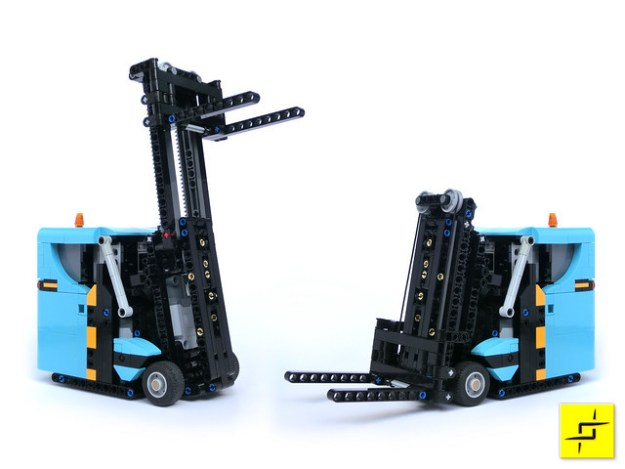 Lego Forklift Truck In Action The Brothers Brick The Brothers Brick