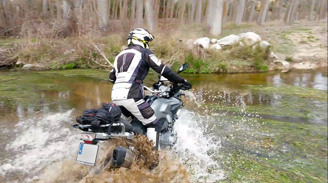 Salida en moto trail, BMW, KTM y Triumph en Ávila