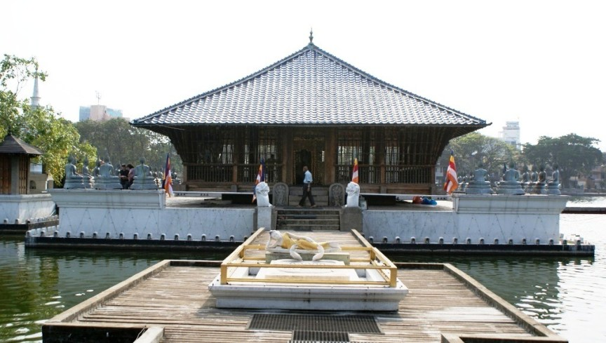 Meditation hall at Beira lake