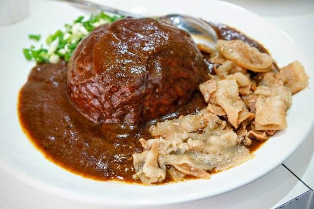 涮豬肉咖哩飯,跟台灣咖哩飯相比就是少了肉燥,其餘不變....