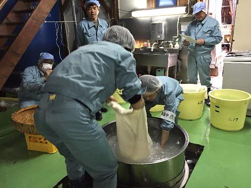 次は、洗米しまーす!