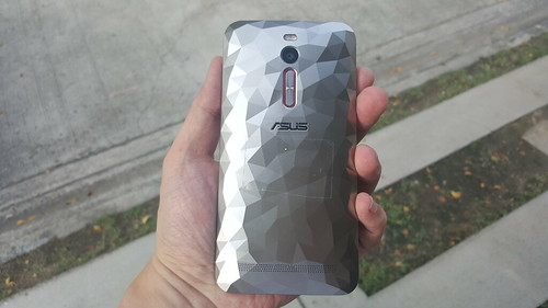 ASUS Zenfone 2 Deluxe Special Edition ด้านหลัง