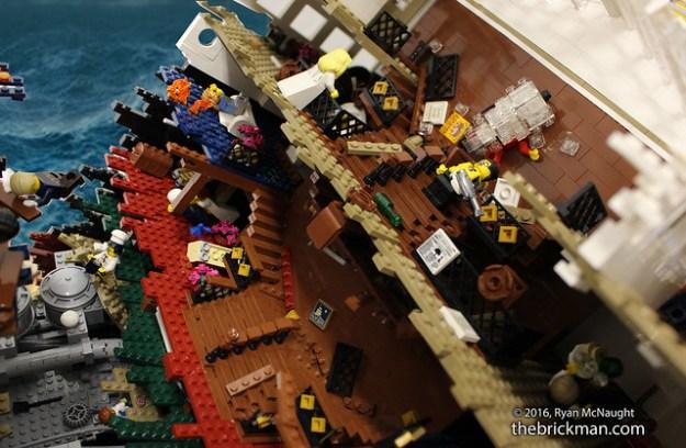 LEGO Sinking Titanic - the rip