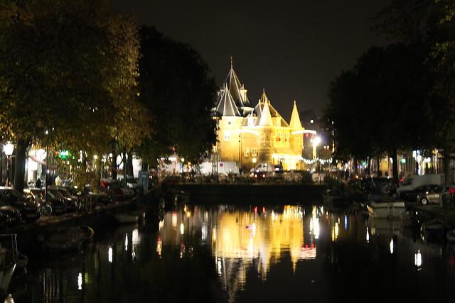 amsterdam night lights bulding water
