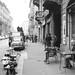 Relax al tavolino di un bar in via Borsieri, foto del 1966 di Valentino Bassanini