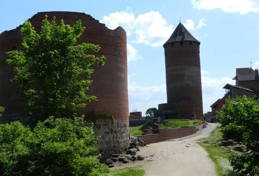 Castillo Medieval Adalberto Turaida Letonia 03