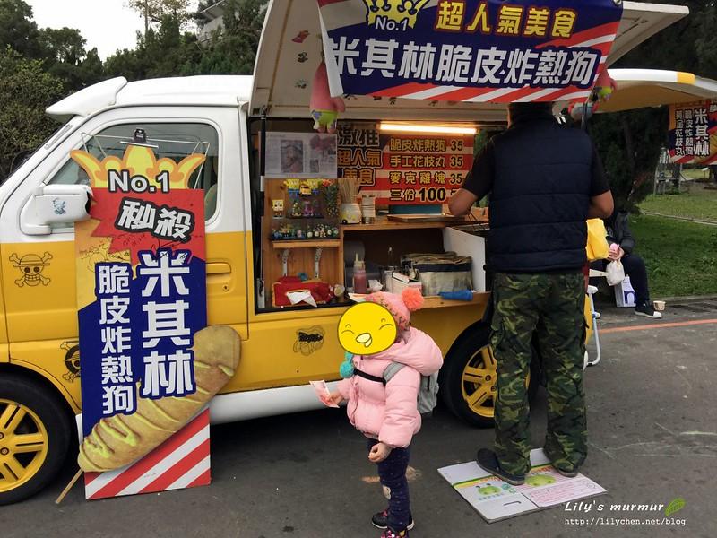 圖說:第一次去的時候,有幾台買小吃的麵包車。