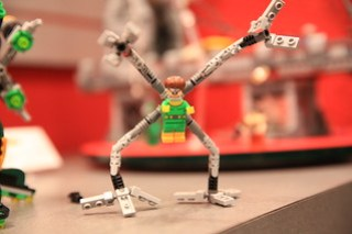 LEGO Marvel 76058 Doc Ock's Tentacle Trap 6