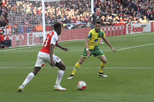 Welbeck takes on Pinto