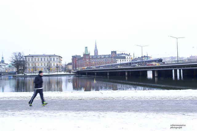 Stockholm, Train