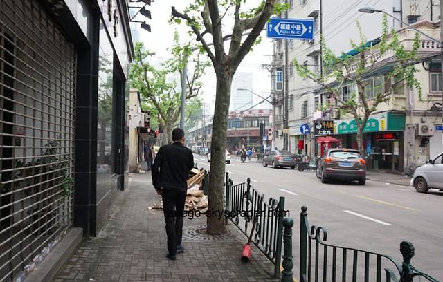 南京東路の裏 雰囲気が全然ちがう