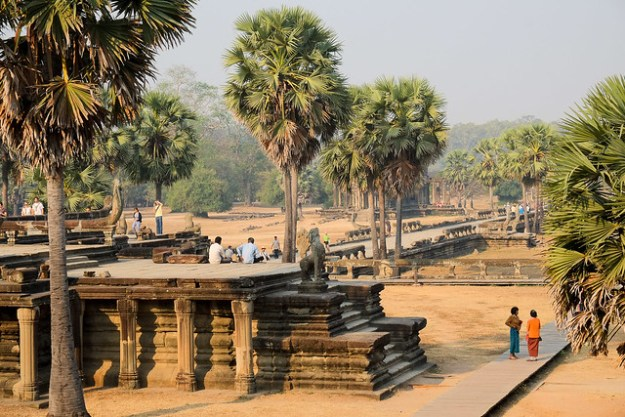 Angkor Wat, hot sun
