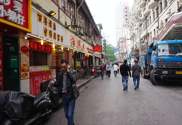 南京東路 歩きタバコのおっさんは多い
