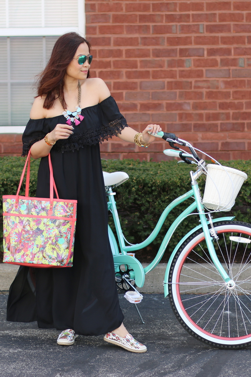 sakroots-artist-circle-tote-ella-flat-espadrille-bike-black-dress-7