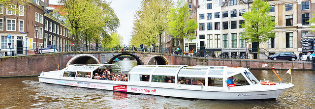 CANAL_BUS_AMSTERDAM