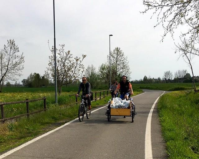 9 aprile 2016 La spesa in bici