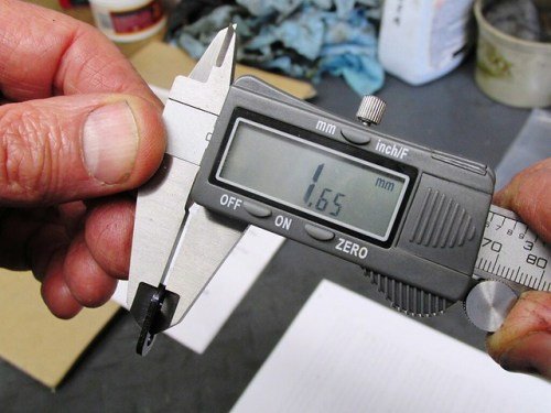 Thickness of Master Link Middle Plate (Black)