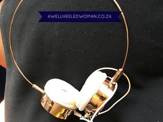 GOLD EARPHONES Week 14 - My favourite things - 52 week Blogger Challenge #awellheeledwomanblog