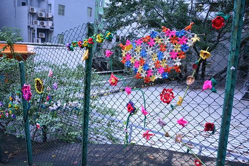 キャットストリートのフェンスに咲いた花