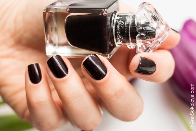 04 Guerlain La Petit Robe Noire Nail Color #007 Black Perfecto swatches Ann Sokolova