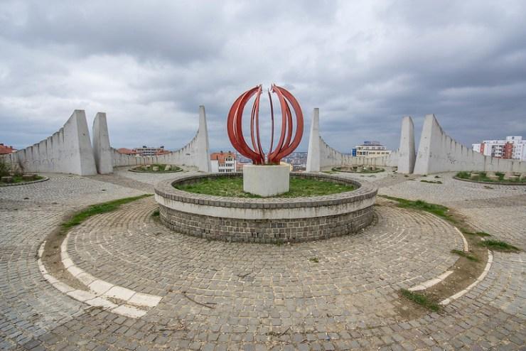Martyrs' Monument, Pristina