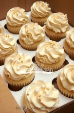 Simple Gold and bubbles themed cupcakes