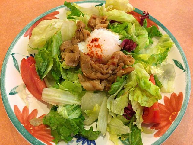 サイゼリヤの肉サラダ