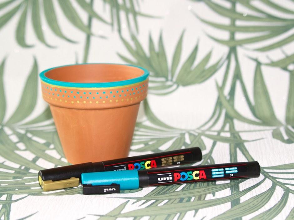 Lente DIY: Bloempotje versieren met Posca markers • CherryCharlie.nl