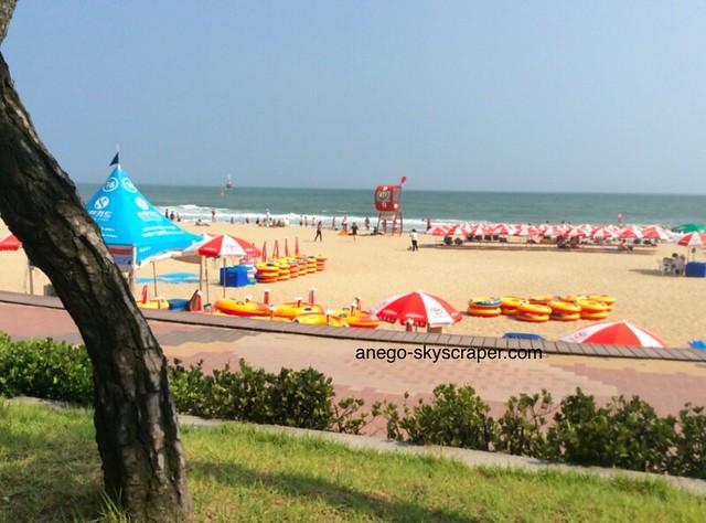 パラダイスホテル前の海岸