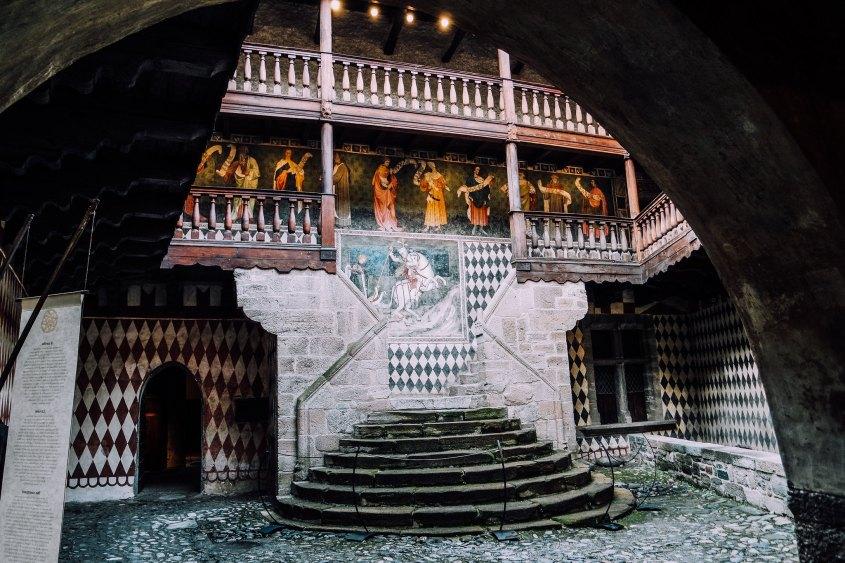 Il castello di f nis un tuffo nel medioevo i for Sauna del cortile chiavi
