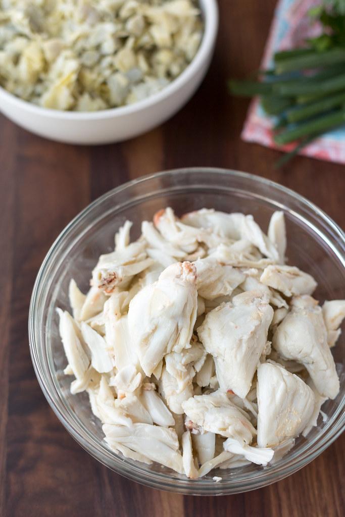 lump crabmeat in bowl
