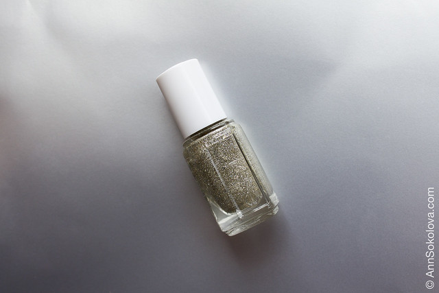 01 Essie Beyond Cozy swatches