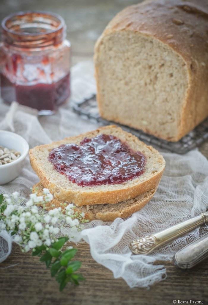 Pane al farro e semi