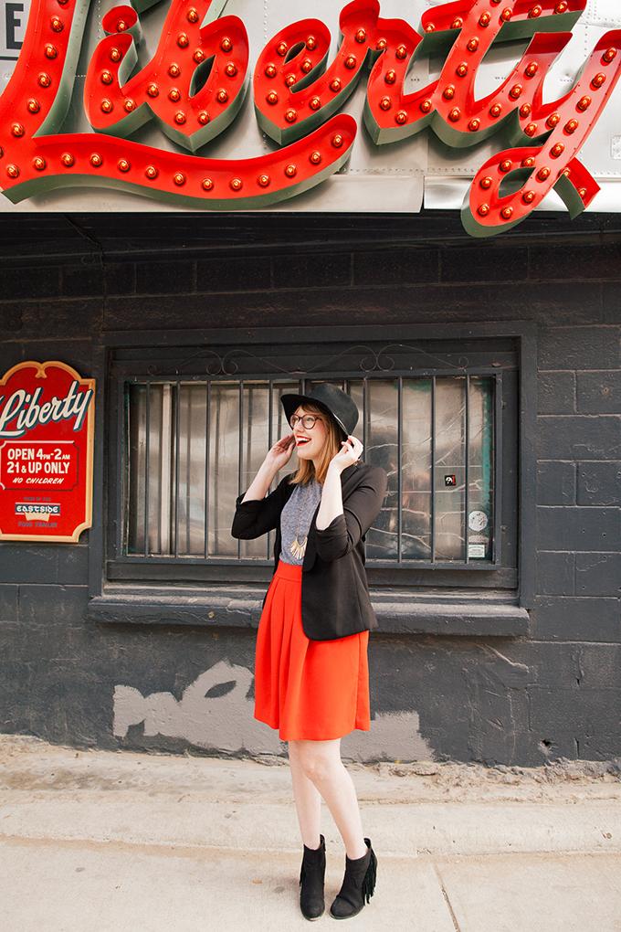 red-skirt-black-hat7