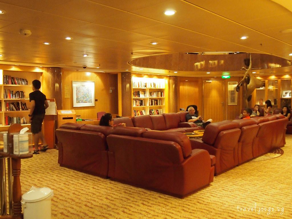 Library on Mariner of the seas 1 - travel.joogo.sg