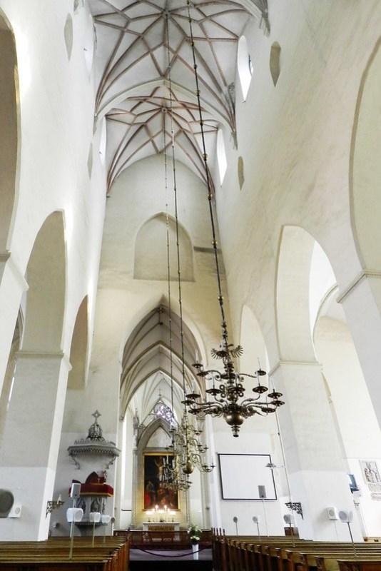 nave central y altar mayor Iglesia de San Olaf Tallin Estonia 03