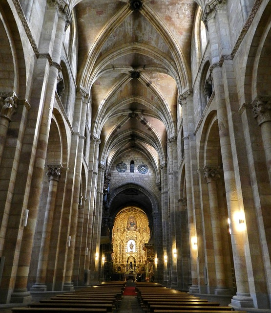 Interior Basilica de San Vicente Avila 12