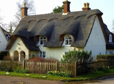Thatched cottage on Ickwell green