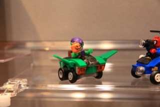 LEGO Marvel 76064 Spider-Man vs. Green Goblin 3