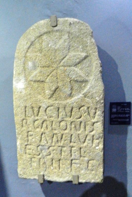 estela funeraria epoca romana Casa de las Veletas Museo Provincial Caceres 18