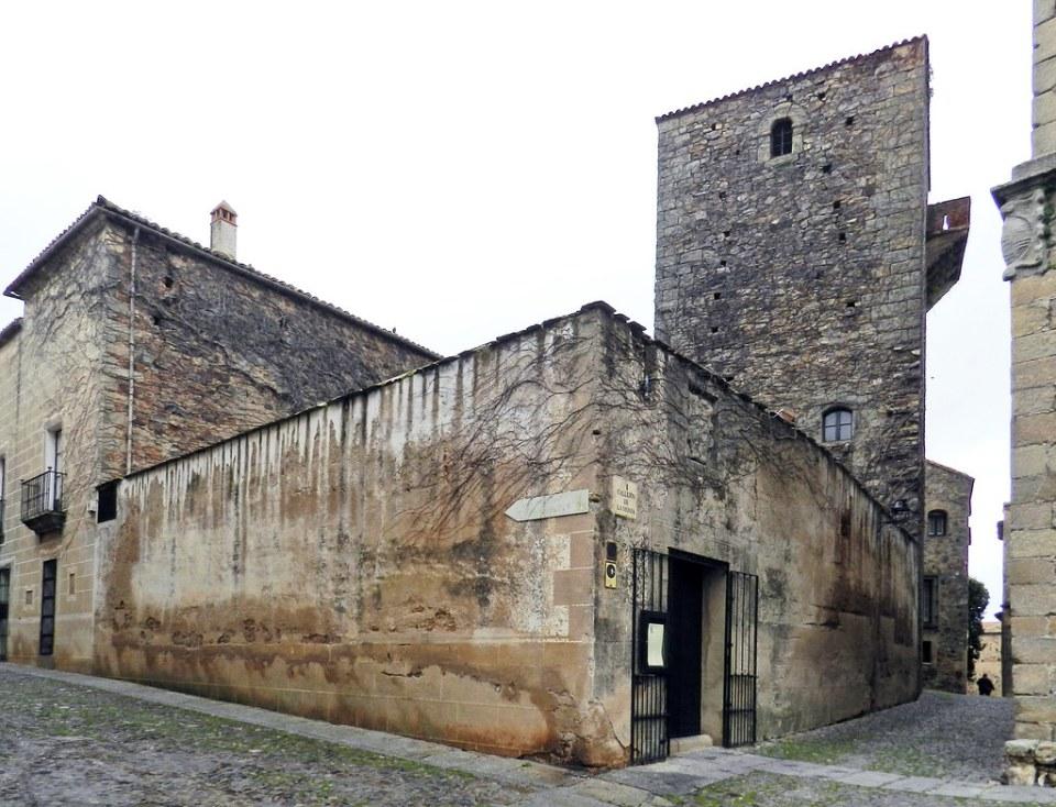 Casa de los Saavedra y Torre de los Sande o de los Plata Caceres 01